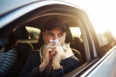 Viaggiare in auto: rischi e accortezze per le stagioni soggette ad allergeni