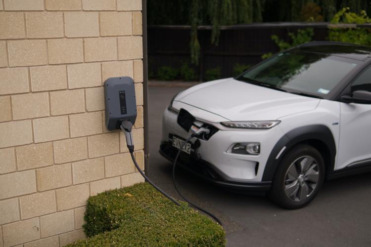 Hyundai Kona EV (2021): vantaggi e svantaggi del comprarla elettrica