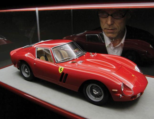 Comprare una Ferrari, perché non richiedere anche un modellino?