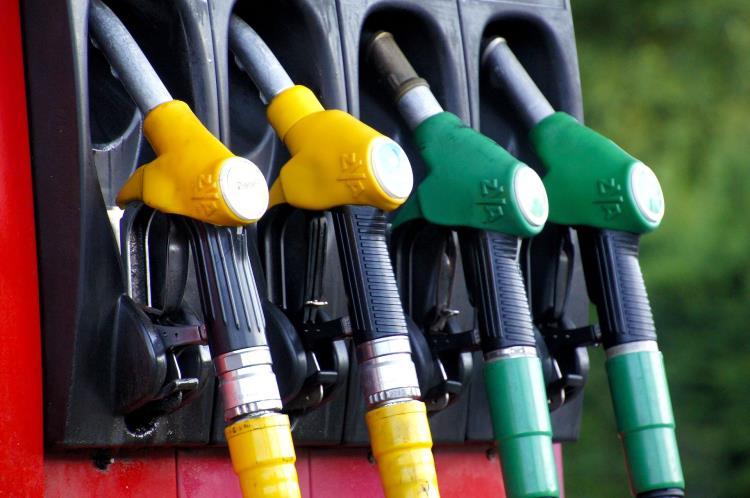 Benzina: ai massimi dal 2014