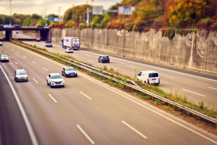 Come risparmiare in autostrada: 10 dritte per tutti gli automobilisti