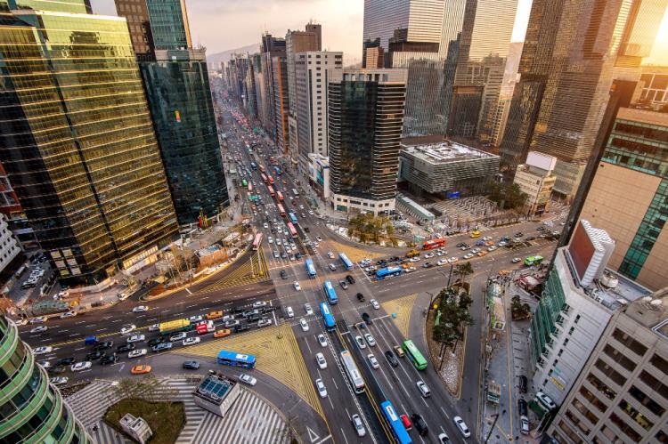 Dal 2035 stop alla vendita di vetture con motori termici: l